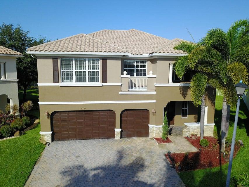9725 Cobblestone Creek Drive NE, Boynton Beach, FL 33472
