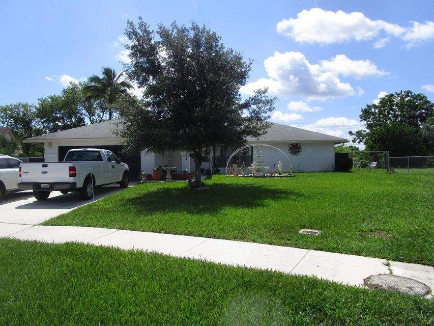 107 Sunflower Circle, Royal Palm Beach, FL 33411
