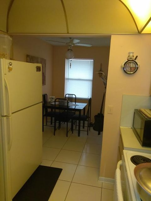 Additional photo for property listing at 5939 Forest Hill Boulevard  West Palm Beach, Florida 33415 United States