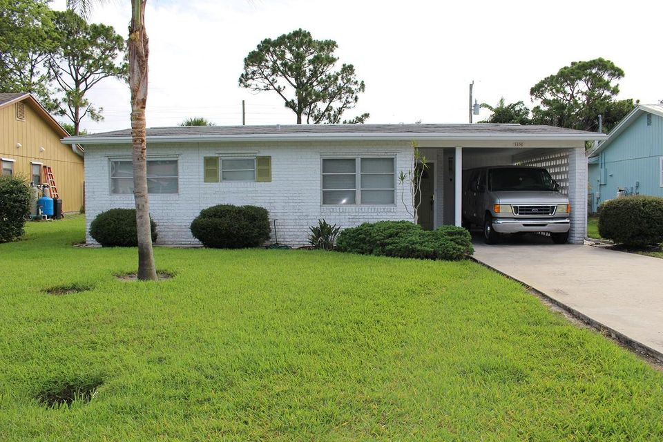 Single Family Home for Sale at 5598 SE Avalon Drive 5598 SE Avalon Drive Stuart, Florida 34997 United States