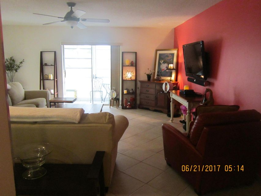 Additional photo for property listing at 4770 NW 21 Street  Lauderhill, Florida 33313 United States
