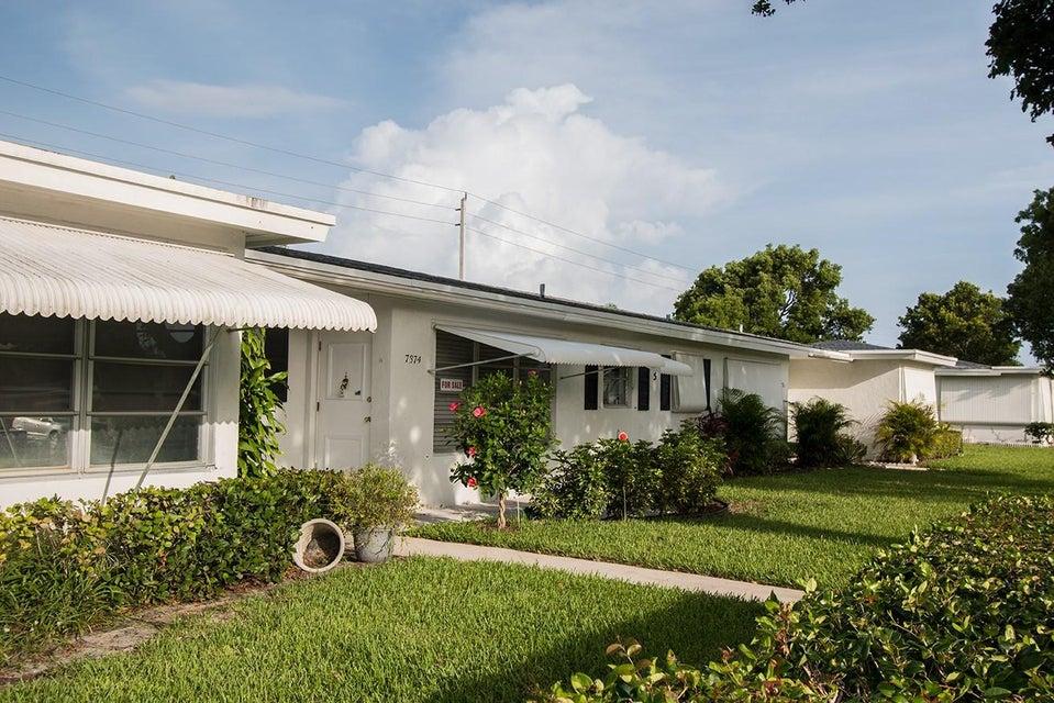 7374 E Oakridge Circle, Lantana, FL 33462
