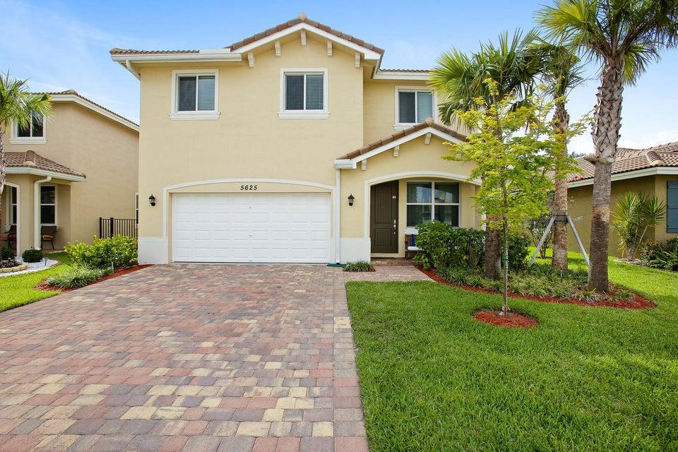 5625 Caranday Palm Drive