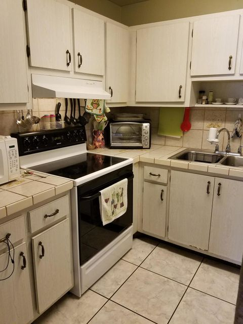 Additional photo for property listing at 5852 S 37th Court 5852 S 37th Court Greenacres, Florida 33463 United States