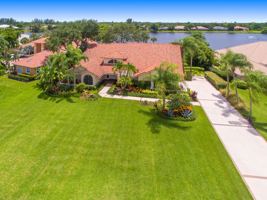 210 Thornton Drive , Palm Beach Gardens FL 33418 is listed for sale as MLS Listing RX-10342959 34 photos