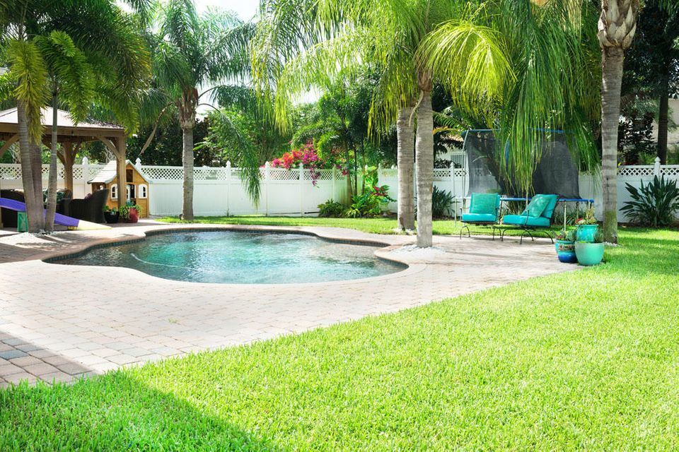 Additional photo for property listing at 437 Caravelle Drive  Jupiter, Florida 33458 United States