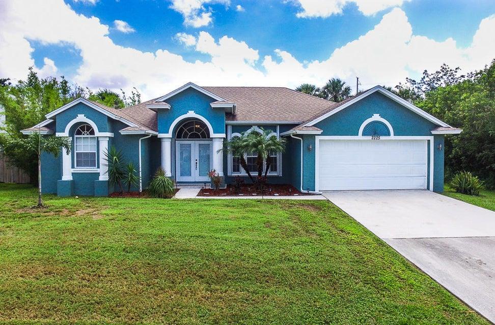 独户住宅 为 销售 在 2225 SW Salmon Road 圣露西港, 佛罗里达州 34953 美国