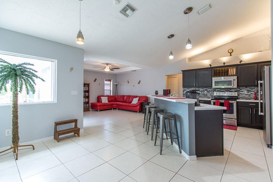 Additional photo for property listing at 2225 SW Salmon Road  Port St. Lucie, Florida 34953 États-Unis