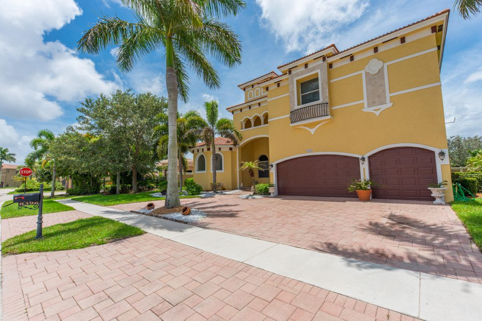 Additional photo for property listing at 8396 Club Estates Way  Lake Worth, Florida 33467 Estados Unidos