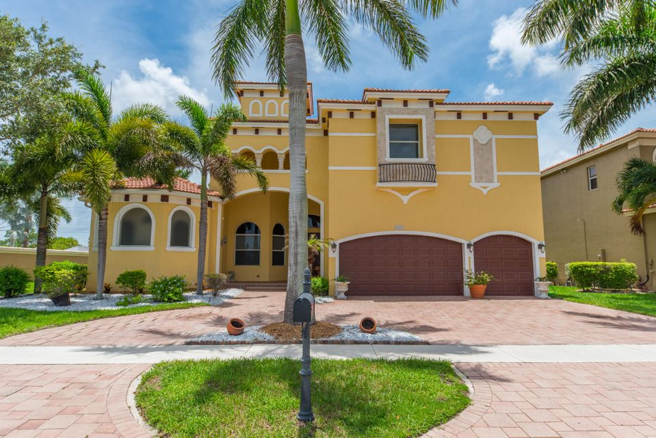 Casa Unifamiliar por un Venta en 8396 Club Estates Way Lake Worth, Florida 33467 Estados Unidos
