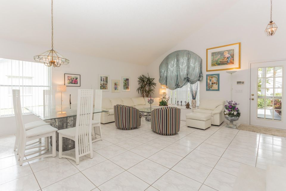 Additional photo for property listing at 126 Hammocks Drive  Greenacres, Florida 33413 Vereinigte Staaten