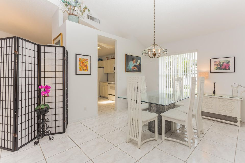 Additional photo for property listing at 126 Hammocks Drive  Greenacres, Florida 33413 Estados Unidos