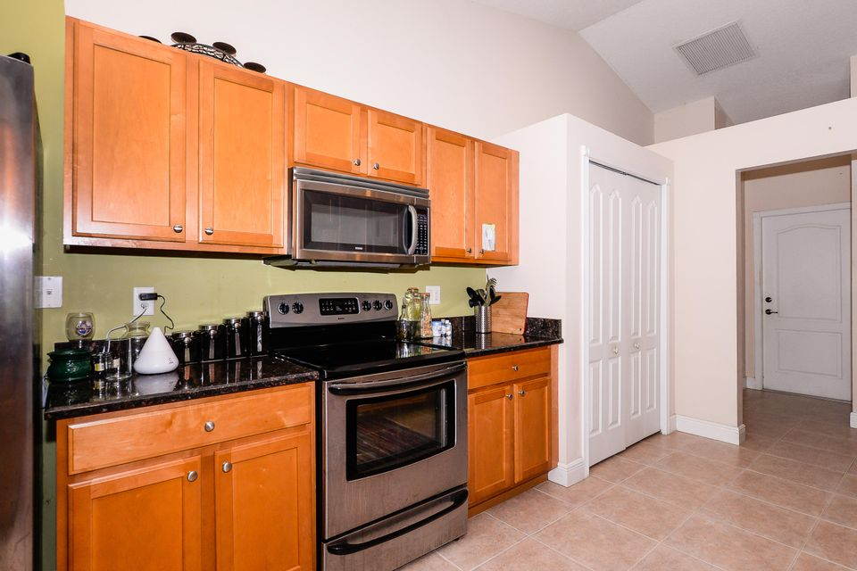 Additional photo for property listing at 576 SW Undallo Road  Port St. Lucie, Florida 34953 Estados Unidos