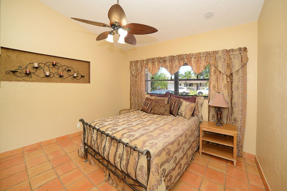 Additional photo for property listing at 647 NW 12th Road  Boca Raton, Florida 33486 United States