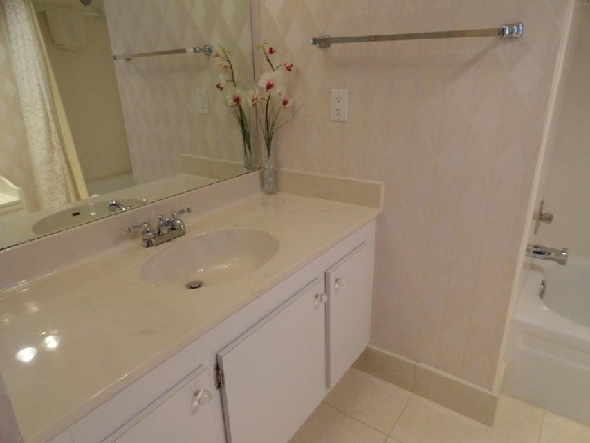 Additional photo for property listing at 3465 Via Poinciana  Lake Worth, Florida 33467 Estados Unidos