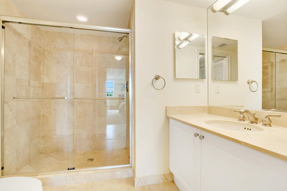 Additional photo for property listing at 99 SE Mizner Boulevard 99 SE Mizner Boulevard Boca Raton, Florida 33432 United States