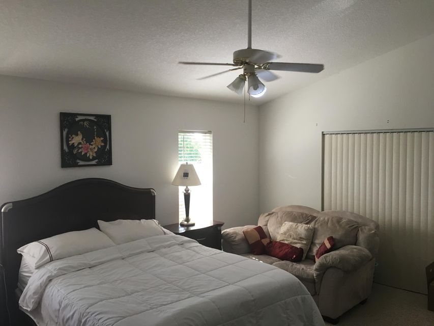 Additional photo for property listing at 581 SW Carter Avenue  Port St. Lucie, Florida 34983 Vereinigte Staaten