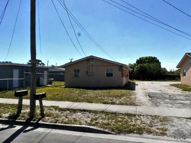 Duplo para Venda às 907 Avenue H 907 Avenue H Fort Pierce, Florida 34950 Estados Unidos
