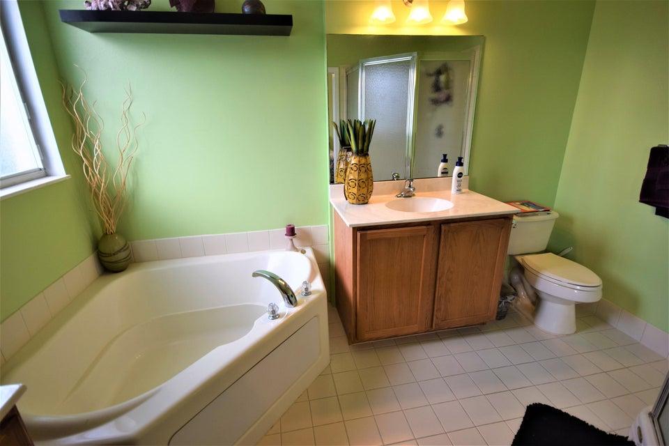 Additional photo for property listing at 3136 N Oasis Drive N  Boynton Beach, Florida 33426 États-Unis