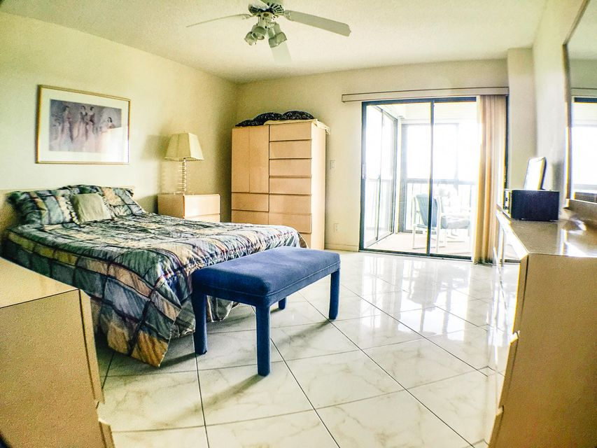 Additional photo for property listing at 7380 S Oriole Boulevard  Delray Beach, Florida 33446 United States