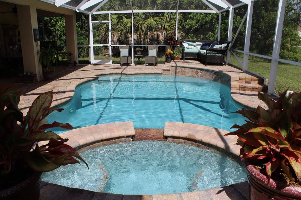 Additional photo for property listing at 493 SW Columbus Drive  Port St. Lucie, Florida 34953 Vereinigte Staaten