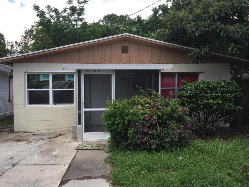 Single Family Home for Sale at 912 SE Tarpon Avenue Stuart, Florida 34994 United States