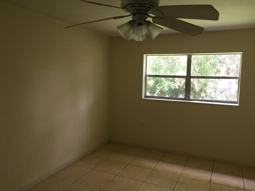 Additional photo for property listing at 912 SE Tarpon Avenue  Stuart, Florida 34994 United States