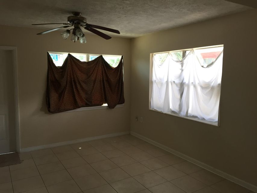 Additional photo for property listing at 912 SE Tarpon Avenue  Stuart, Florida 34994 Estados Unidos