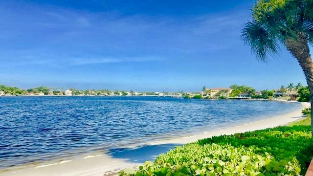 Additional photo for property listing at 110 Half Moon Circle  Hypoluxo, Florida 33462 États-Unis
