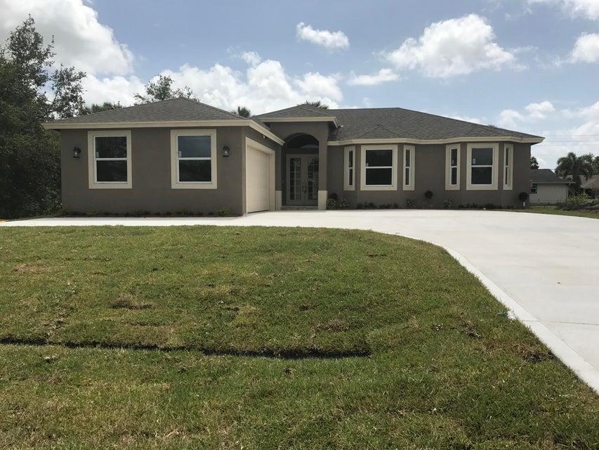Casa para uma família para Venda às 2349 SW Savona Boulevard 2349 SW Savona Boulevard Port St. Lucie, Florida 34953 Estados Unidos