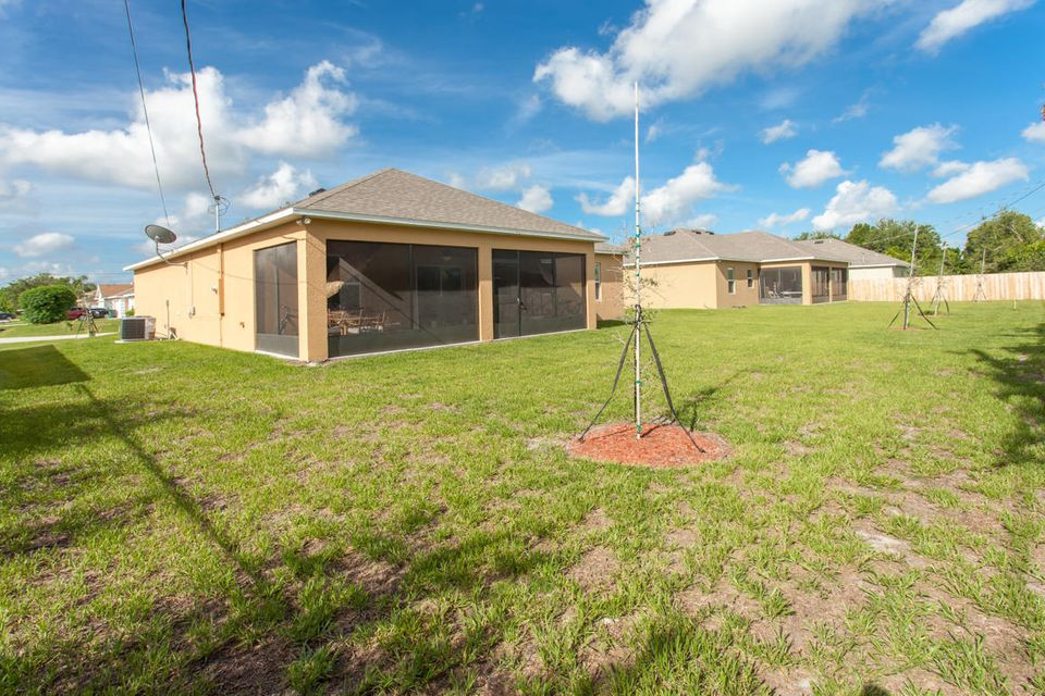 Additional photo for property listing at 701 SW Mccomb Avenue  Port St. Lucie, Florida 34953 Estados Unidos