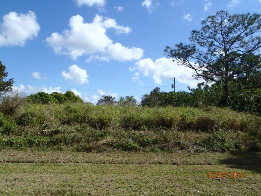 Additional photo for property listing at 1131 SW Curtis Street 1131 SW Curtis Street Port St. Lucie, Florida 34983 Estados Unidos