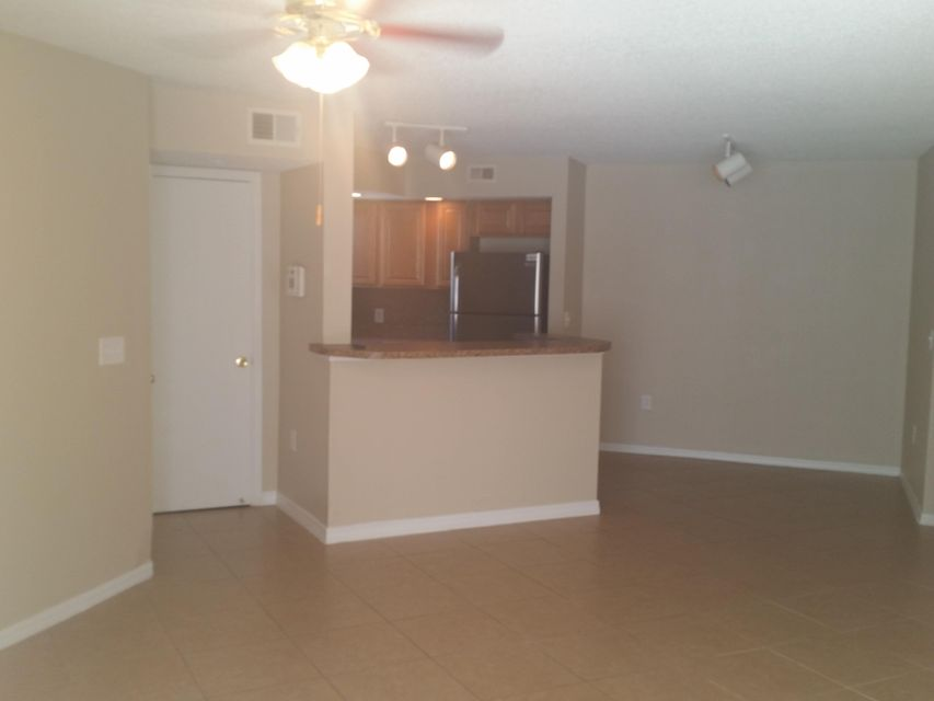 Co-op / Condo للـ Sale في 1401 Village Boulevard West Palm Beach, Florida 33409 United States