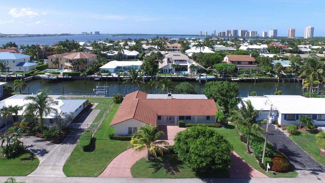 Casa para uma família para Venda às 1060 Bimini Lane 1060 Bimini Lane Singer Island, Florida 33404 Estados Unidos