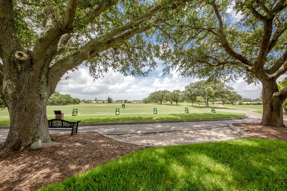 Additional photo for property listing at 4074 Southeast Fairway 4074 Southeast Fairway Stuart, Florida 34997 United States