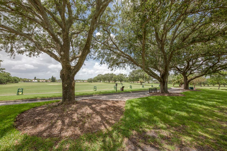 Additional photo for property listing at 4074 Southeast Fairway 4074 Southeast Fairway Stuart, Florida 34997 États-Unis