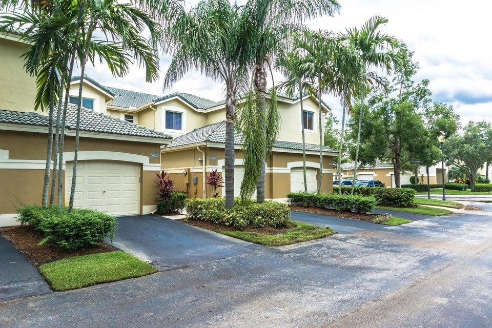 2326 Pasadena Way, Weston, FL 33327