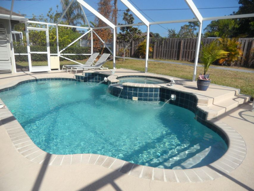 Additional photo for property listing at 1161 SE Cambridge Drive  Port St. Lucie, Florida 34952 United States