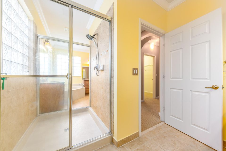 Additional photo for property listing at 1088 Grove Park Circle 1088 Grove Park Circle Boynton Beach, Florida 33436 United States