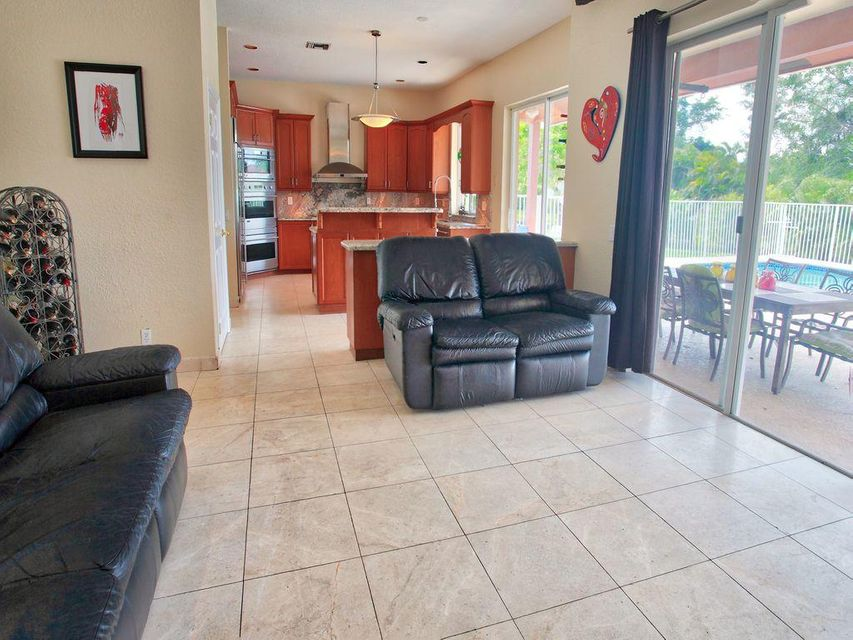 Additional photo for property listing at 12350 NW 10 Street 12350 NW 10 Street Plantation, Florida 33323 Vereinigte Staaten