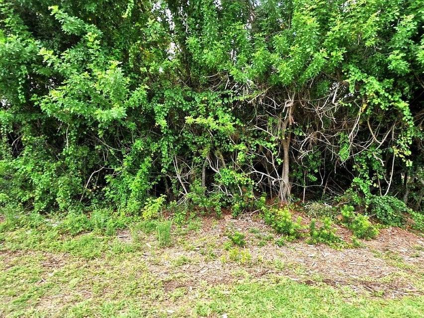 Land für Verkauf beim 2126 SE Gaslight Street 2126 SE Gaslight Street Port St. Lucie, Florida 34953 Vereinigte Staaten
