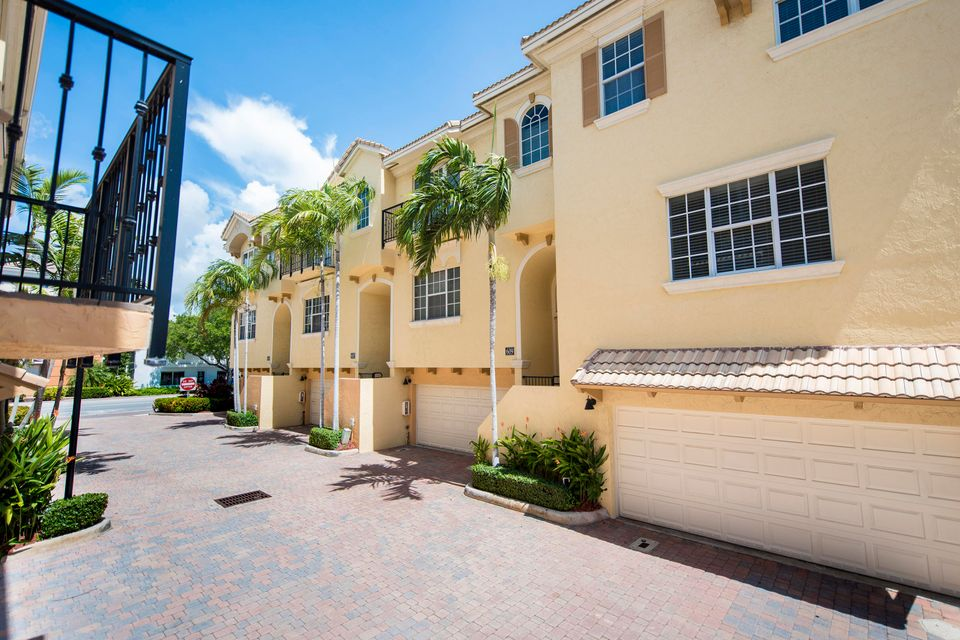 Additional photo for property listing at 609 Renaissance Way  Delray Beach, Florida 33483 United States