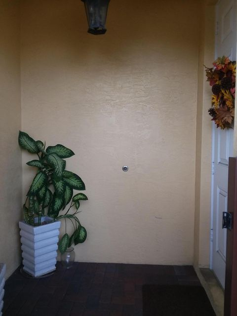 Additional photo for property listing at 285 SE 6th Avenue 285 SE 6th Avenue Delray Beach, Florida 33483 United States
