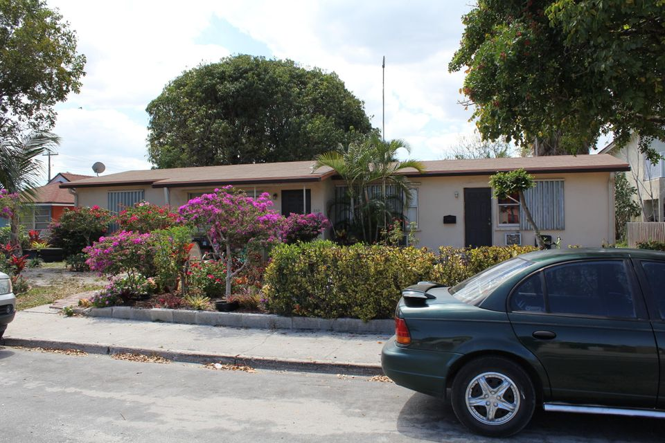 Tropical Duplex in Lake Worth! Huge lot, producing great cash flow! Lot is over 10,200 sqft with possibility to build more units. Each unit is 2 bedroom 1 bath. 100% occupancy, one tenant has lived here 7+ years. Tile throughout the home and a newer roof. Use code is MULTIFAMILY < 10 UNITS. $925 one unit $875 the other unit. Patio in the back with overhang. Great centralized location in Lake Worth! Rents out immediately! New roof in 2010 w 20 year war. -- Separate electric meter