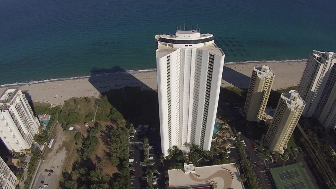 Additional photo for property listing at 3000 North Ocean Drive 3000 North Ocean Drive Singer Island, Florida 33404 United States