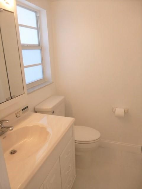 Additional photo for property listing at 230 NE 26th Avenue  Boynton Beach, Florida 33435 Vereinigte Staaten
