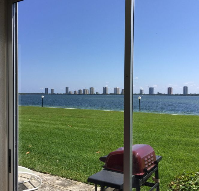 Additional photo for property listing at 501 Lake Shore Drive 501 Lake Shore Drive Lake Park, Florida 33403 États-Unis