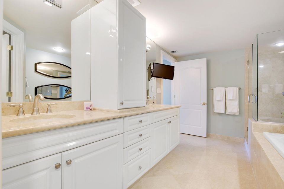 Additional photo for property listing at 200 E Palmetto Park Road 200 E Palmetto Park Road Boca Raton, Florida 33432 États-Unis