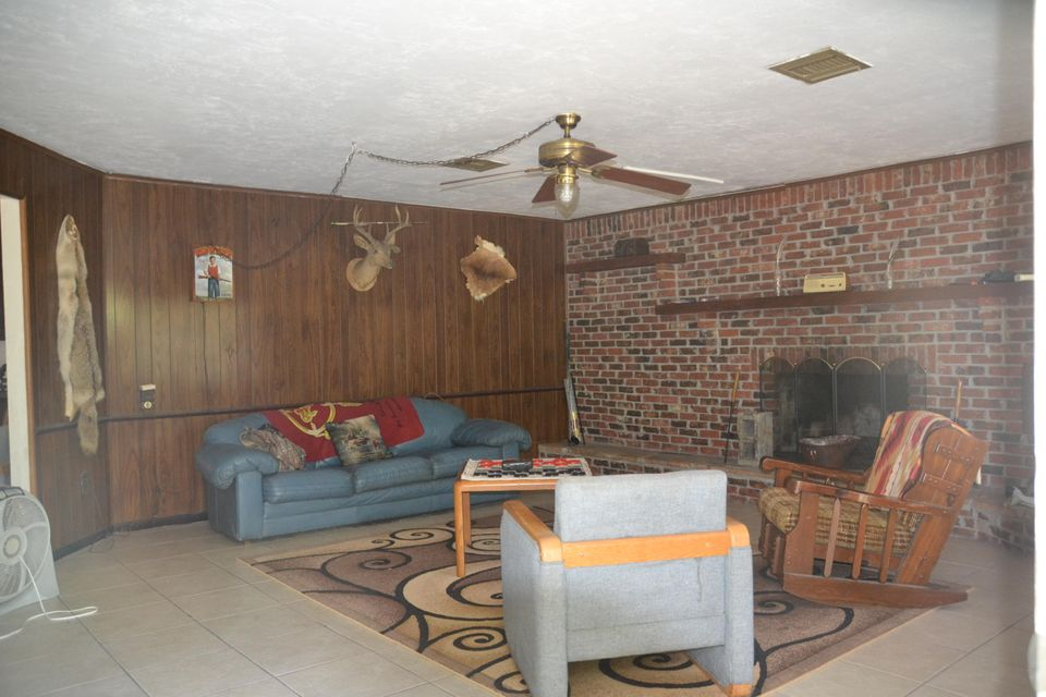 Additional photo for property listing at 184 Charity Lane  Interlachen, Florida 32148 United States