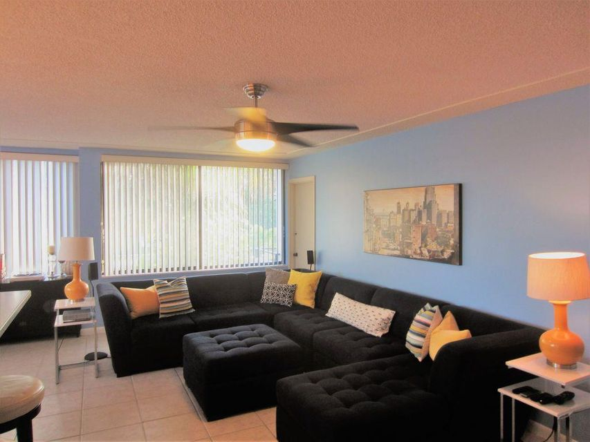 Additional photo for property listing at 1500 Presidential Way 1500 Presidential Way West Palm Beach, Florida 33401 United States